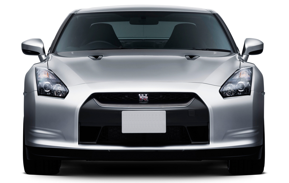 Nissan GTR R35 Front View
