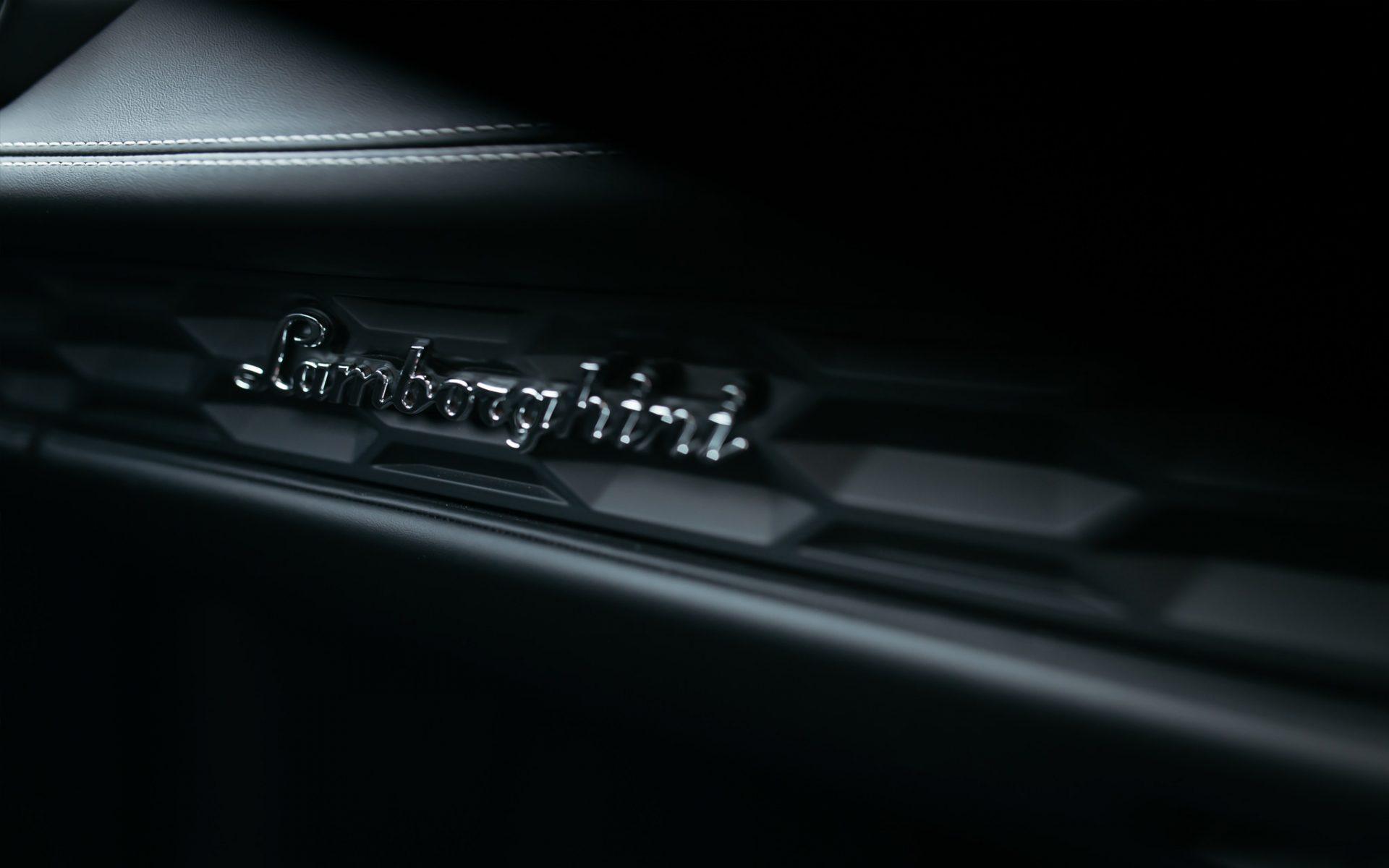 Drive a Lamborghini - Cabarita Beach Tweed Valley Northern New South Wales